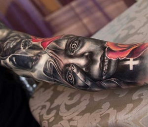 Realistic face sleeve by Charles Huurman