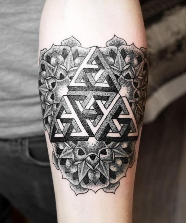 Dotwork geometric triangles by Alex Arnautov