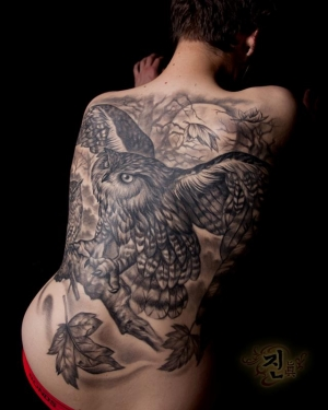 Owl tattoo by tattoo artist Jin O