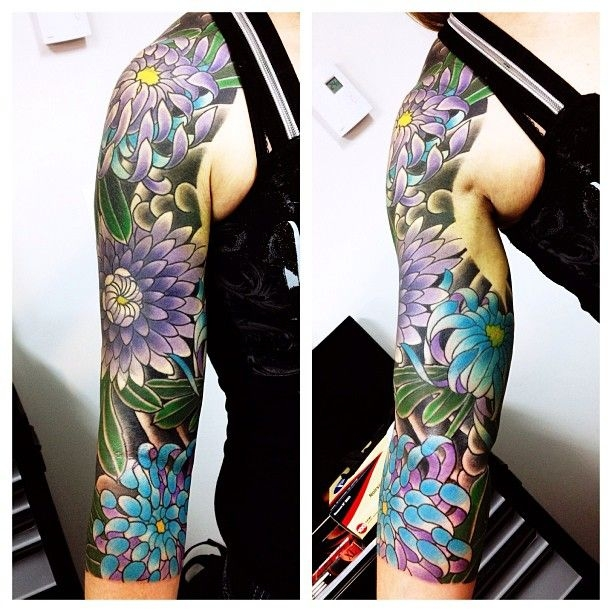Beautiful daisies sleeve by Alex Peyrat